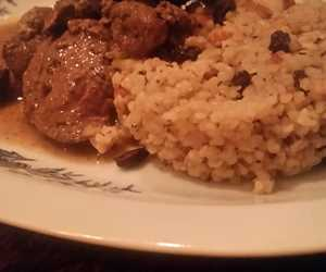 Omathies- rabbit livers and kidneys with bulgur and currants